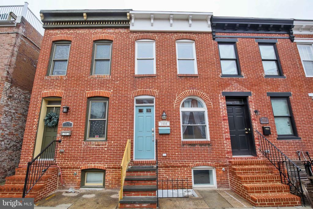 Located in the super sought after areas of Federal Hill, this is a gem of a rental.  You'll love the rooftop balcony with amazing city views.  Not to mention the en suite bathroom in each bedroom. Life will be amazing living at this incredible home with tremendous walkability. Many neighbors are seen going on runs, walks, walking their dogs, etc. Many restaurants, bars, boutiques.  You'll have it all.This is home.  This is an incredible city lifestyle.  Welcome home.