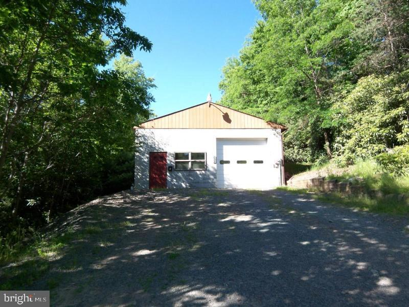 124 Ridge Avenue, Lake Harmony, PA 18624