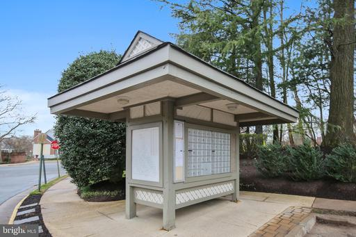 7774 Willow Point Dr #C, Falls Church 22042