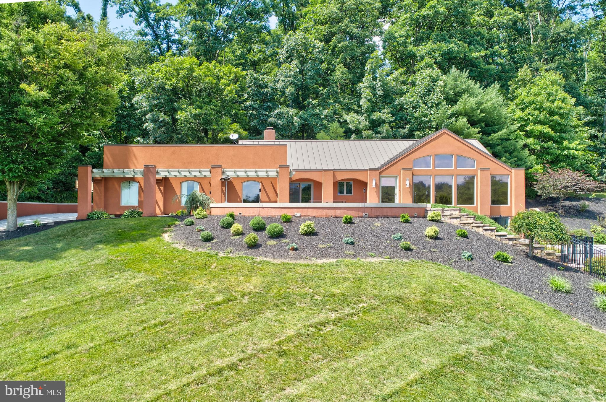 2095 YOUNGS ROAD, HANOVER, PA 17331