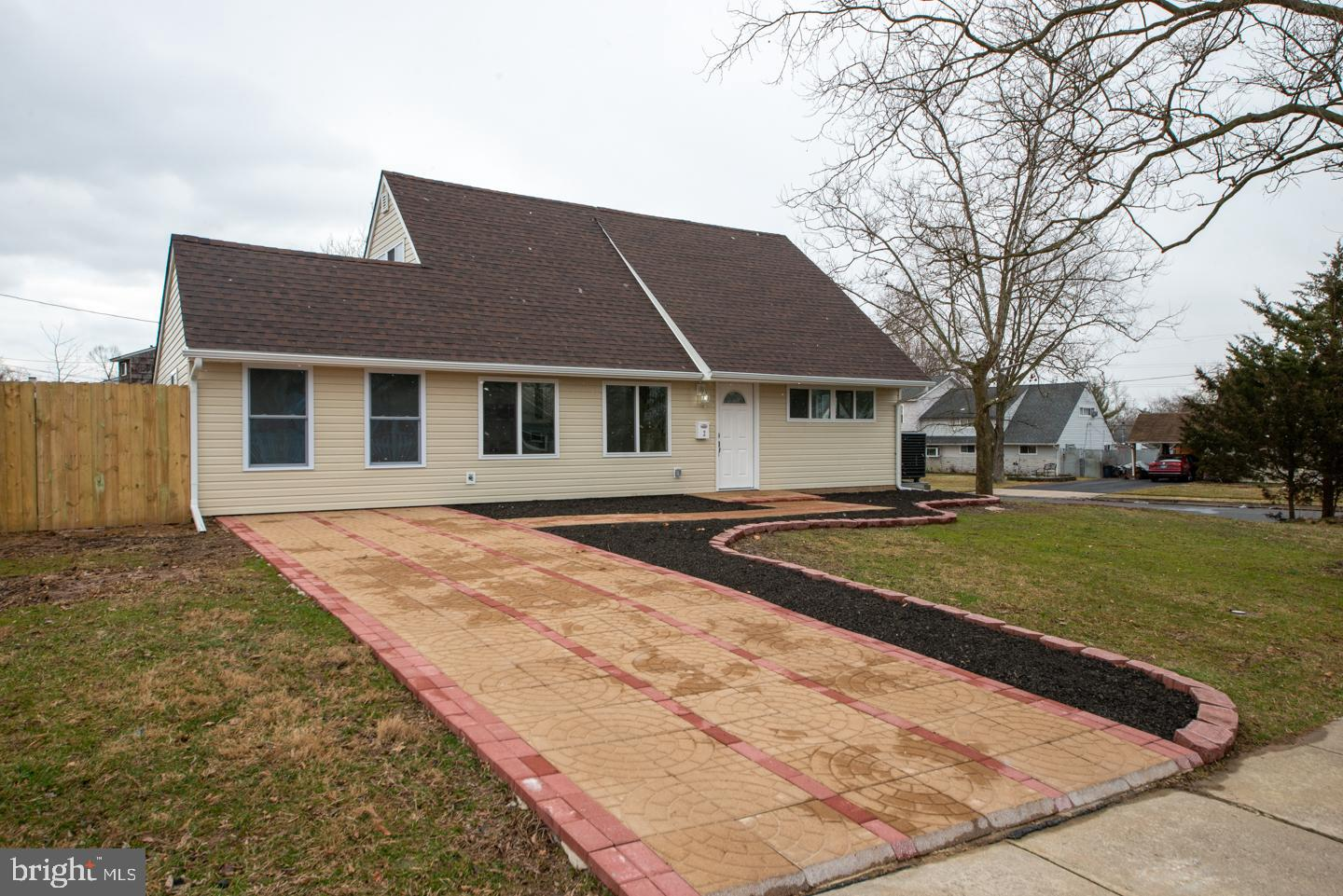2 INDIAN RED ROAD, LEVITTOWN, PA 19057