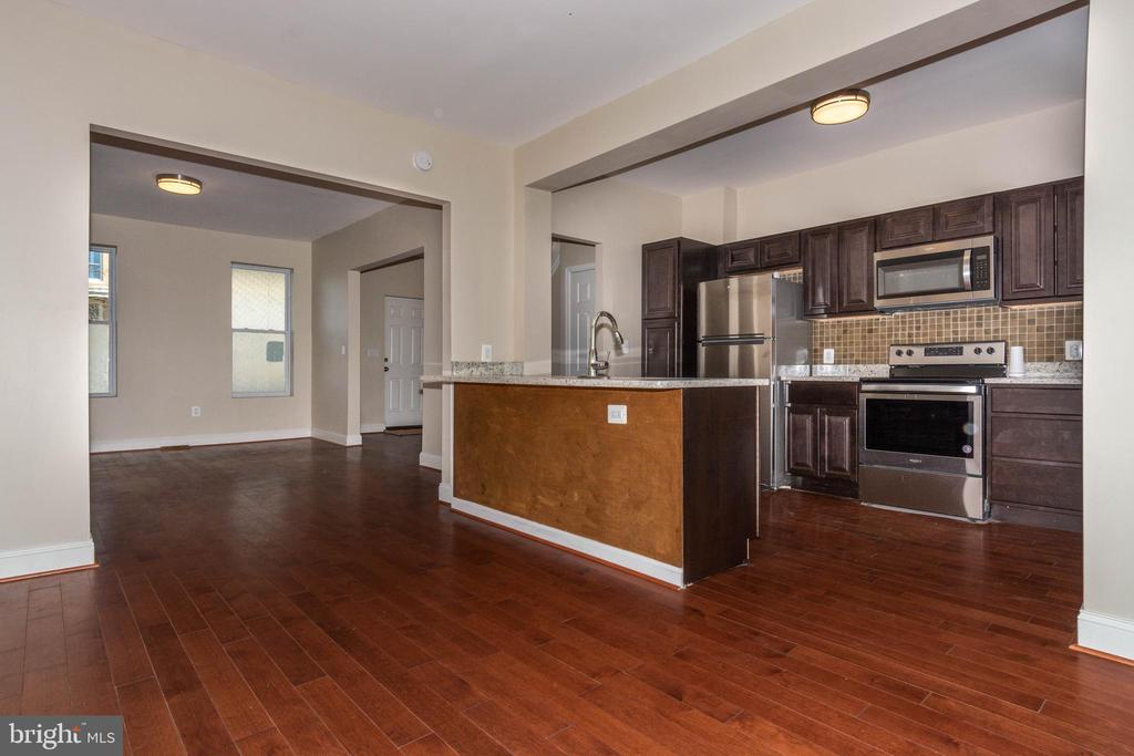 Newly renovated Waverly townhome. 3 Bd/1 1/2 Ba. Everything New! Wood Floors,  Granite Countertops, Stainless Applicances. Carpeted Bedrooms.  1/2 Bath Main Floor, Full Unfinished Basement, Nice Yard.