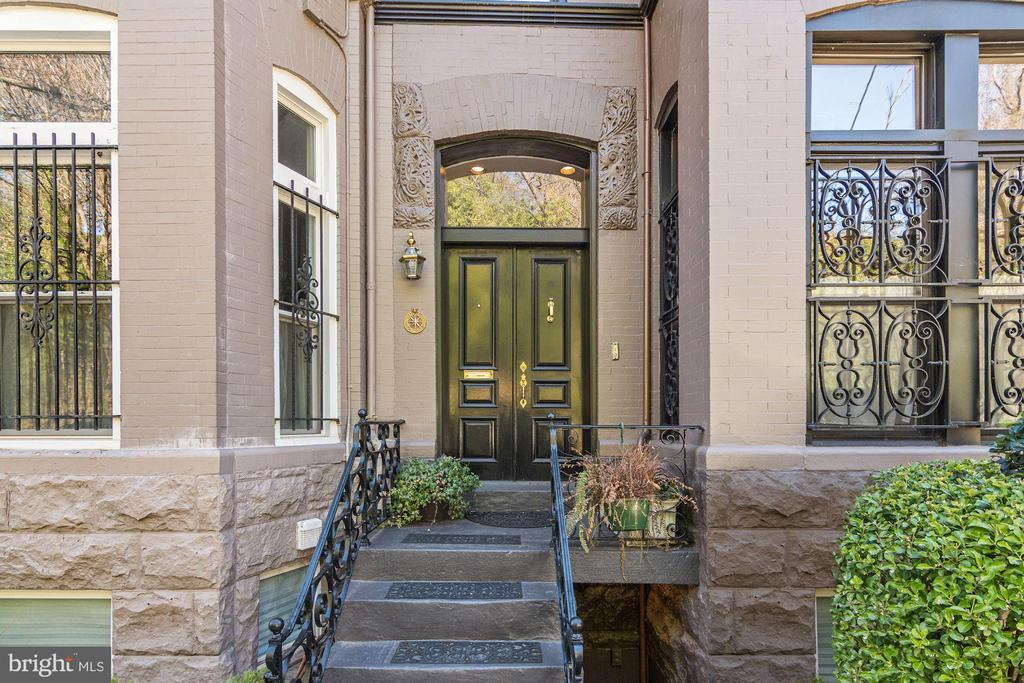 At the base of the Spanish Steps, this beautiful Kalorama historic residence offers over 2,895 square feet of updated living space, two story living room, with a stunning south facing garden. Main levels feature wood paneling, hardwood floors, powder room, fireplace, large living room and kitchen, perfect for entertaining. The second level features a master bedroom and bath, a walk-in closet, and additional  bedroom perfect for out of town guests. The third level features 3 bedrooms and a bathroom perfect for guest rooms or home office. Lower level features family room, fireplace, dining room and south facing garden.