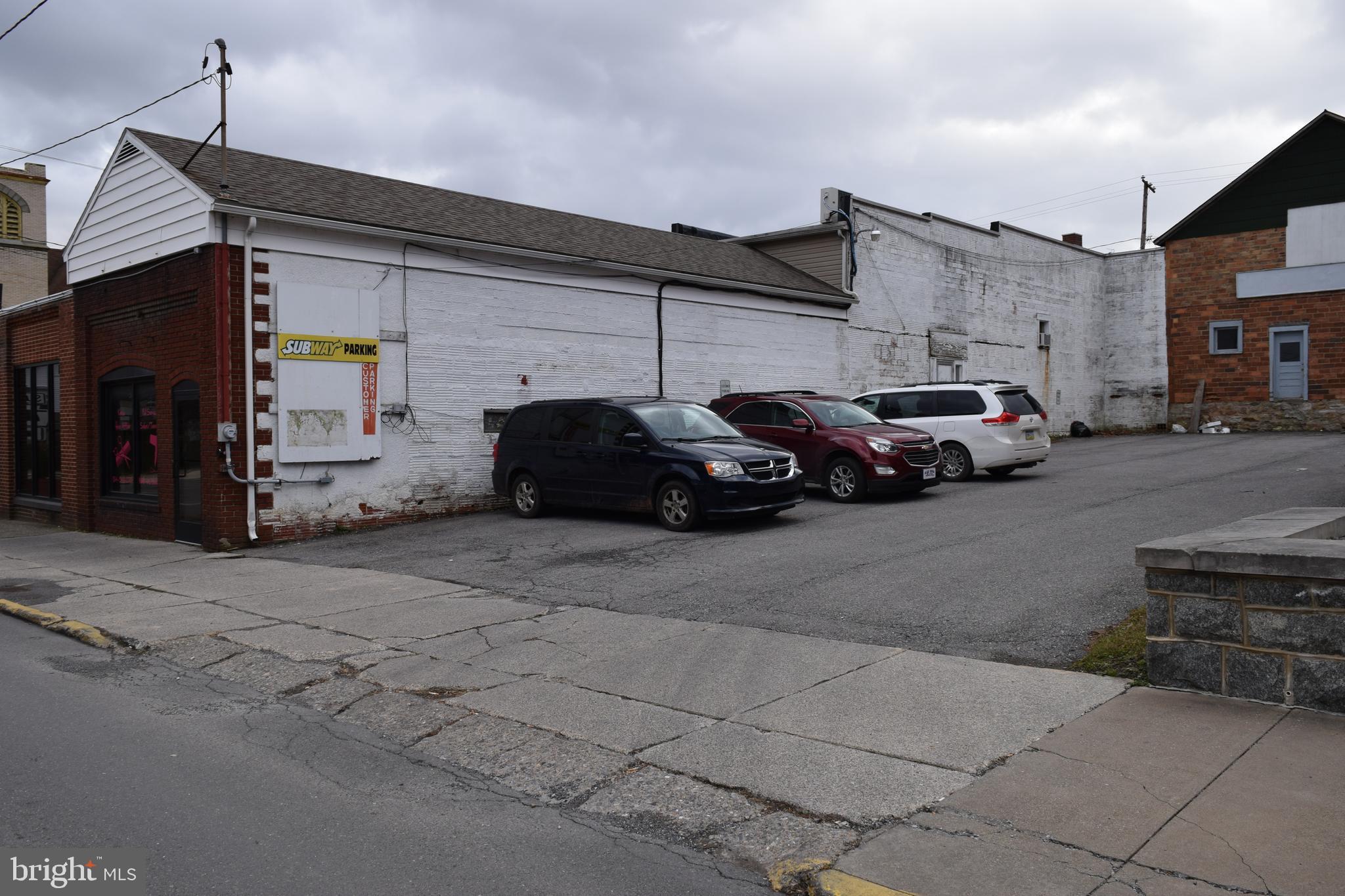 1 W SHIRLEY STREET, MOUNT UNION, PA 17066