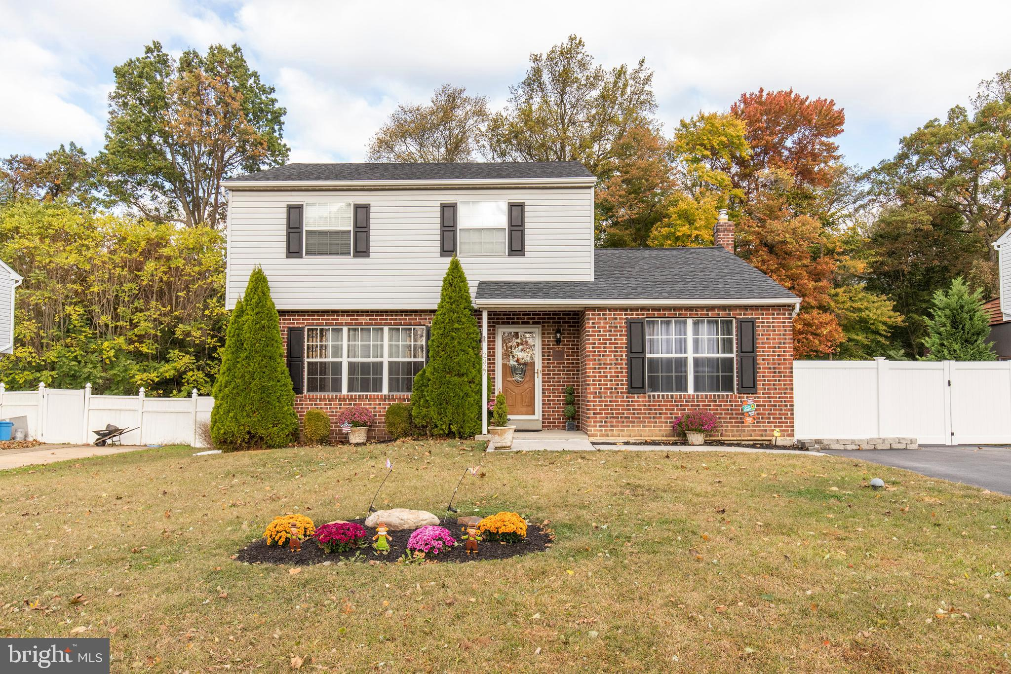 2327 FERNCROFT CIRCLE, UPPER CHICHESTER, PA 19061