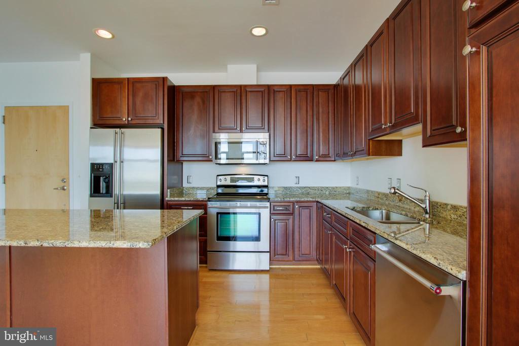 2772 LIGHTHOUSE POINT EAST 308, BALTIMORE, MD 21224
