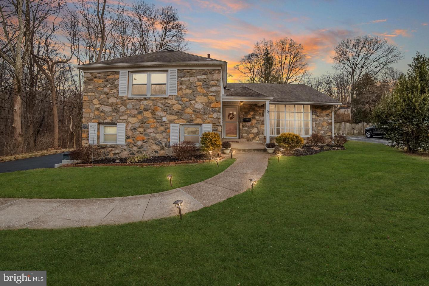 97 Cherry Hill Lane Broomall, PA 19008