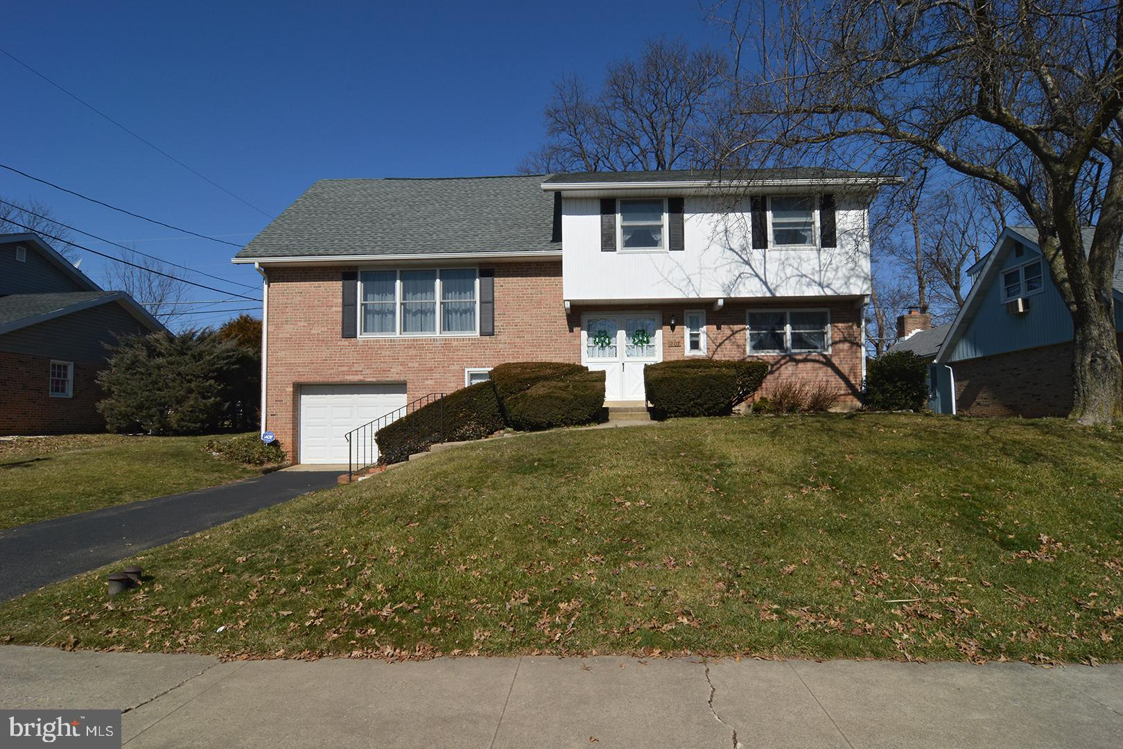 1207 WHITFIELD BOULEVARD, READING, PA 19609