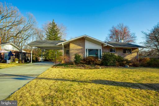 8425 Cottage St, Vienna, VA 22180