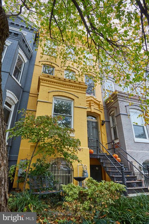 This c. 1886 bayfront Victorian is comprised of two, two-bedroom, two-bathroom apartment homes. Both homes are duplexes' with direct access to the mature rear garden complete with a brick patio, a pergola intertwined with wisteria vines, and an outdoor fireplace. Both homes are very well maintained and have been renovated in the last ten years. FInishes include two gas fireplaces, commercial-grade appliances, soapstone counters and more. Unit one is currently leased for $3250.00  monthly. Unit two is vacant and ready for immediate occupancy.GREAT condo alternative with the rental income subsidy which could cover a substantial portion of the mortgage (depending on financing options).