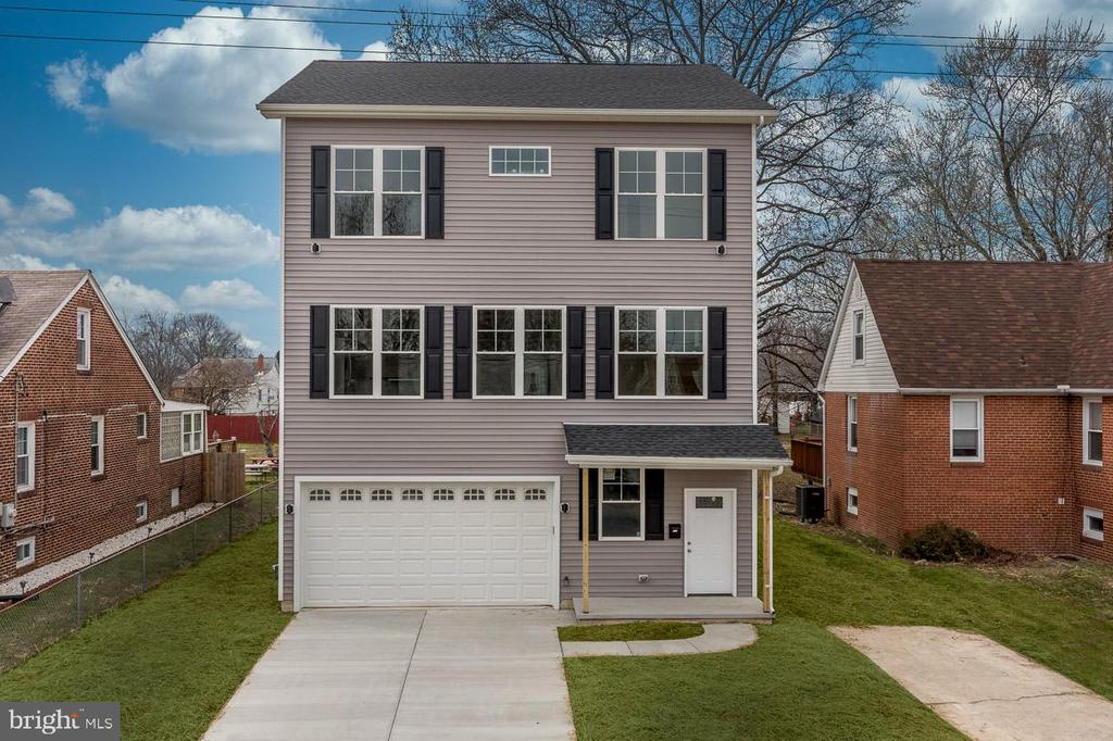 Gorgeous new construction home with 2,600 sq ft of living space. 3 finished levels with 5 bedrooms and 3.5 baths. Two master suites including one on the main level. Open layout perfect for entertaining with separate living and dining rooms, and a family room with gas fireplace off of the kitchen. Large master suite with cathedral ceiling, walk in closet, and private bath with double bowl vanity. Huge flat back yard. Schedule your showing before its too late!