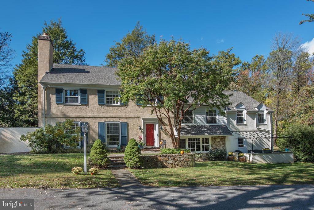 Beautiful home situated in the north side of Villanova on a quiet, family friendly cul-de-sac.  This highly sought after neighborhood is located in the Radnor School District.  This home showcases both traditional Main Line details as well as modern finishes throughout.  Multiple outdoor spaces allow for great indoor/outdoor entertaining.  Interior features include hardwood floors throughout the home, a gourmet eat-in kitchen featuring Subzero and Wolf appliances, two wood burning fireplaces, a formal dining room and oversized windows which allow for bright sunny spaces.  Upstairs you will find two wings to the house, one which features the master bedroom, complete with a walk-in master closet and master bath with heated floors.  Five additional bedrooms along with three full baths complete the remainder of the home.  Recent home upgrades include new heating and central air systems as well as new roof.  Beautiful private views make this a luxe retreat, located only moments from public transportation, Stoneleigh private gardens, shops in Bryn Mawr and Wayne, cafes, bars and restaurants.