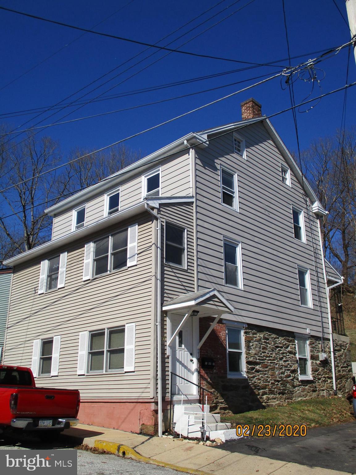 21 NEW STREET, GLEN ROCK, PA 17327