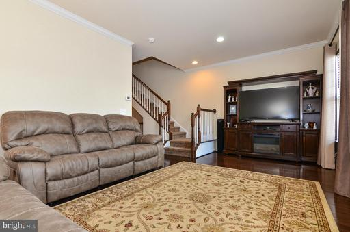 25570 Palenza Ter Chantilly VA 20152