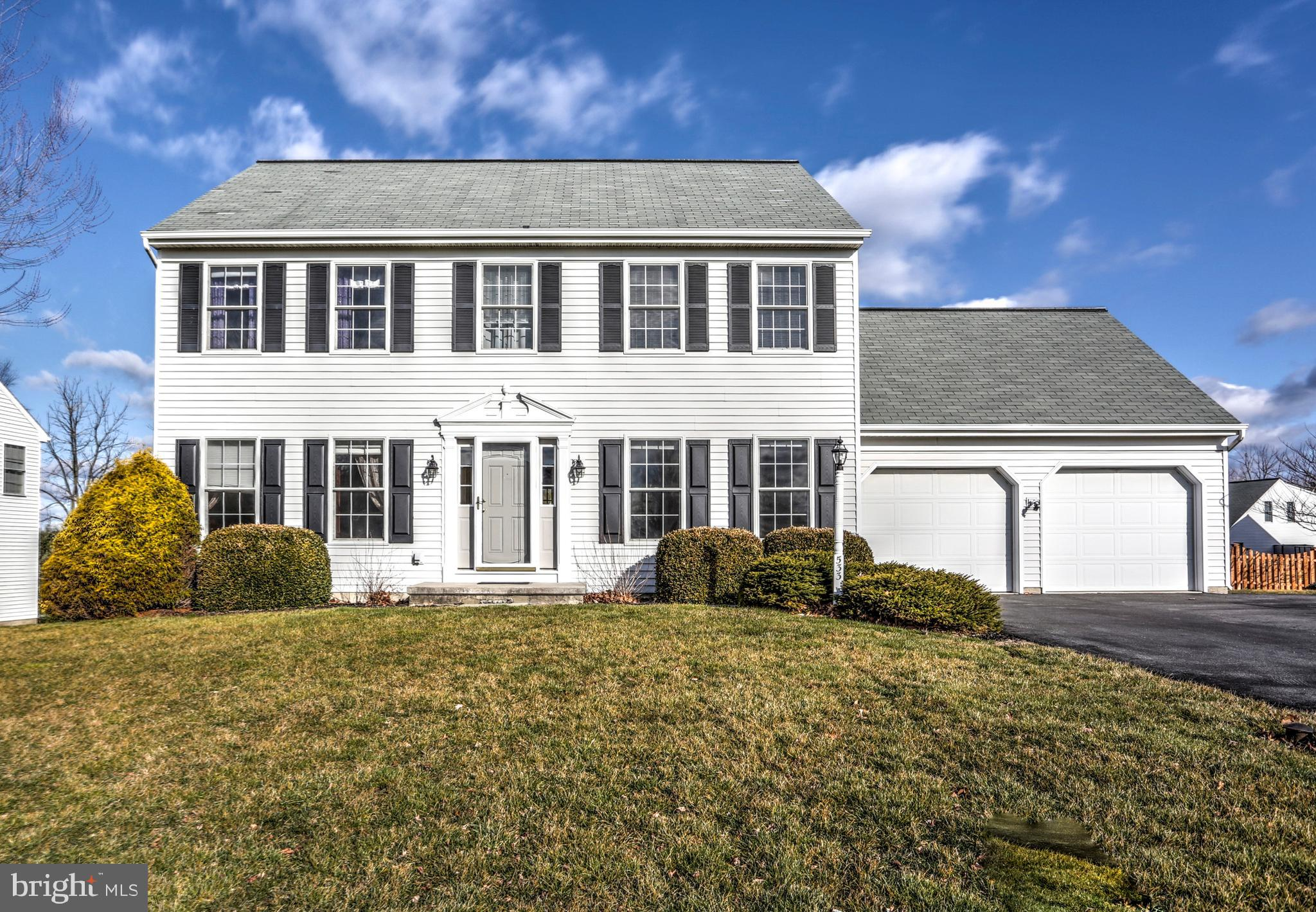 533 SPRING HOLLOW DRIVE, NEW HOLLAND, PA 17557