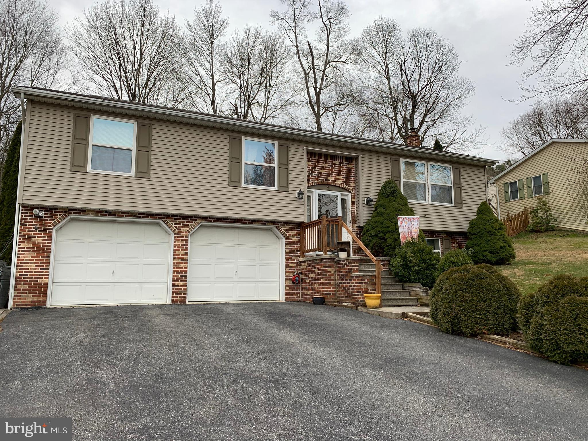9 LIBERTY DRIVE, MOUNT HOLLY SPRINGS, PA 17065