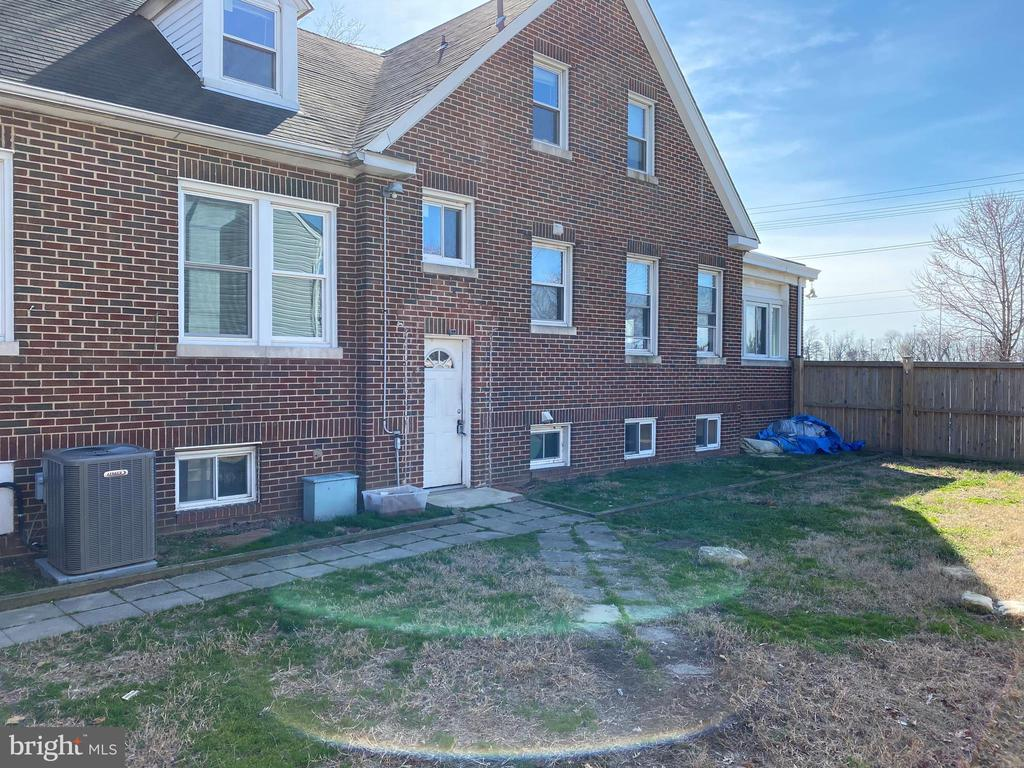 3029 DUNDALK AVE, BALTIMORE, Maryland 21222, 5 Rooms Rooms,Multi-family,For Sale,DUNDALK AVE,MDBC487334