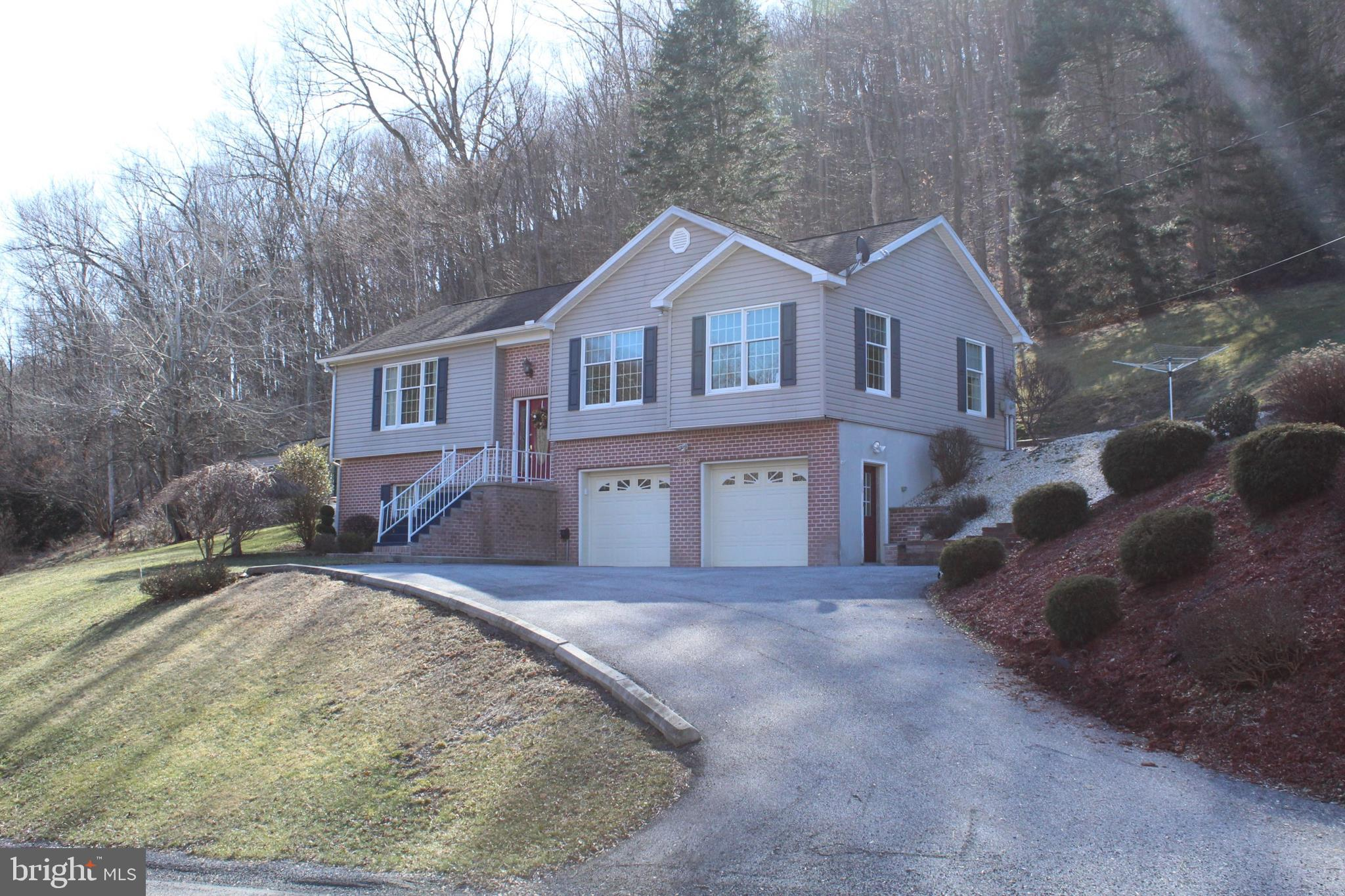 332 Rest Home Road, Manns Choice, PA 15550