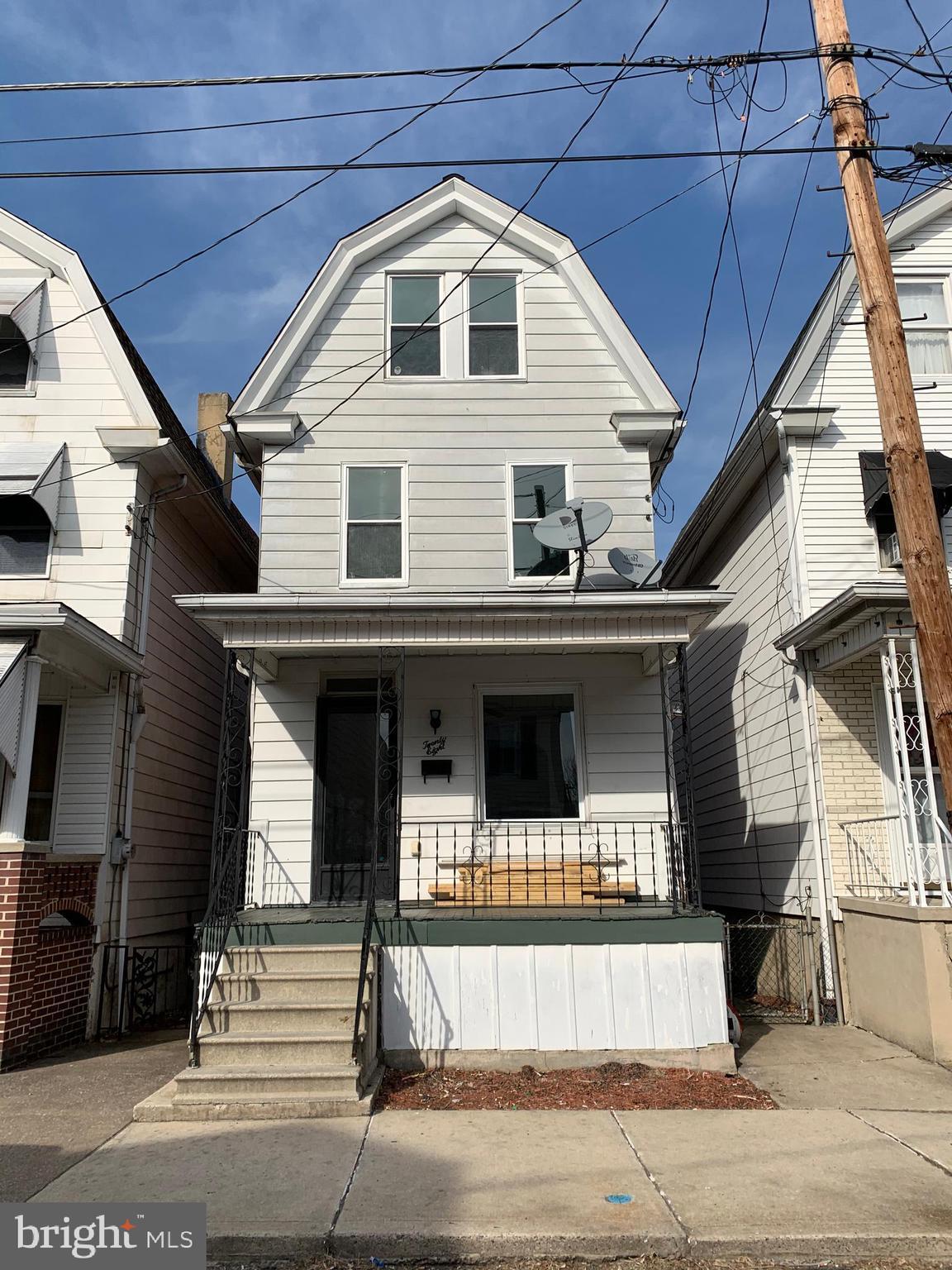 28 E CARBON STREET, MINERSVILLE, PA 17954
