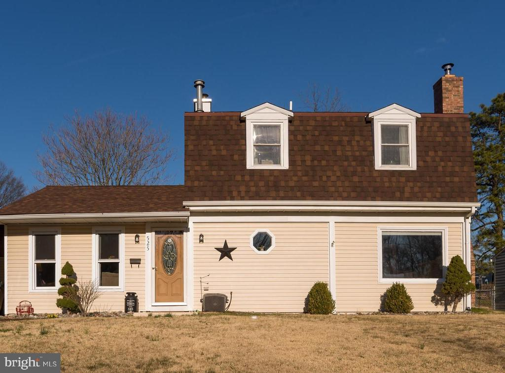 525 PARKWAY DRIVE, FAIRLESS HILLS, PA 19030