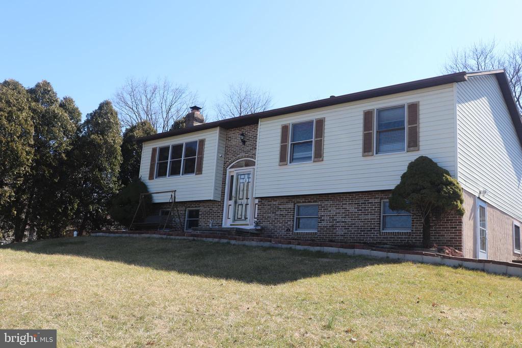 6221 Hocker Drive, Harrisburg, PA 17111