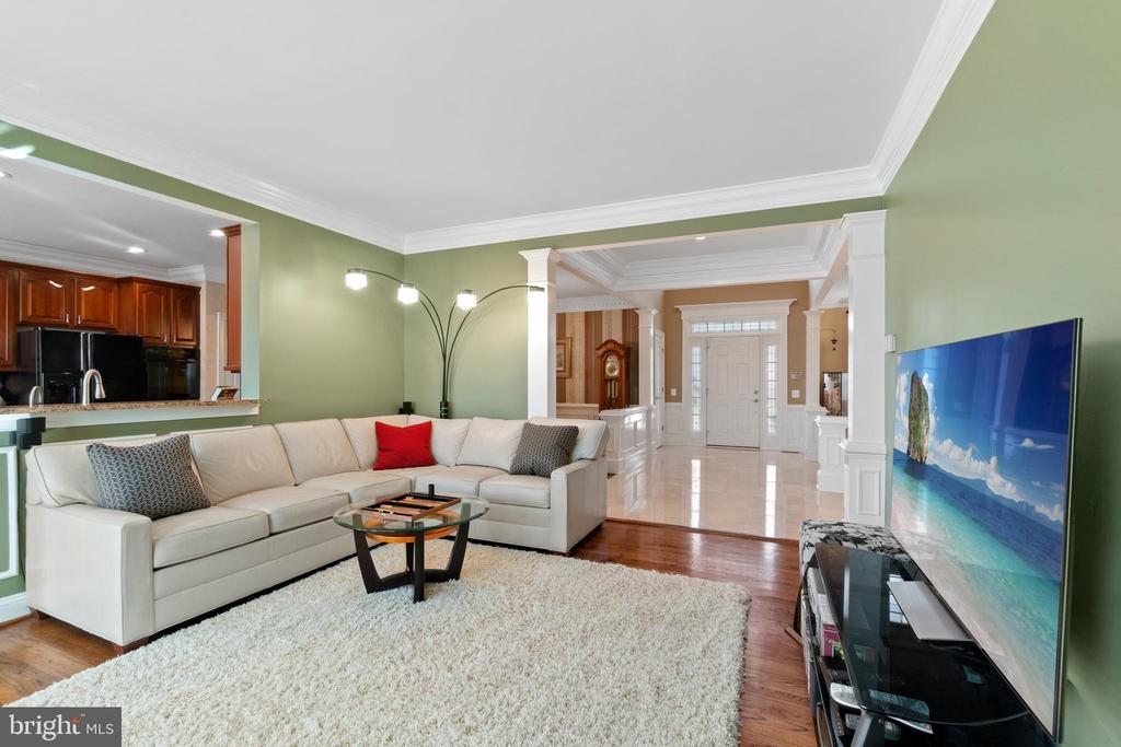 6271 KINGFISHER LANE, ALEXANDRIA, Virginia 22312, 4 Bedrooms Bedrooms, 9 Rooms Rooms,3 BathroomsBathrooms,Residential,For Sale,KINGFISHER,VAFX1117142