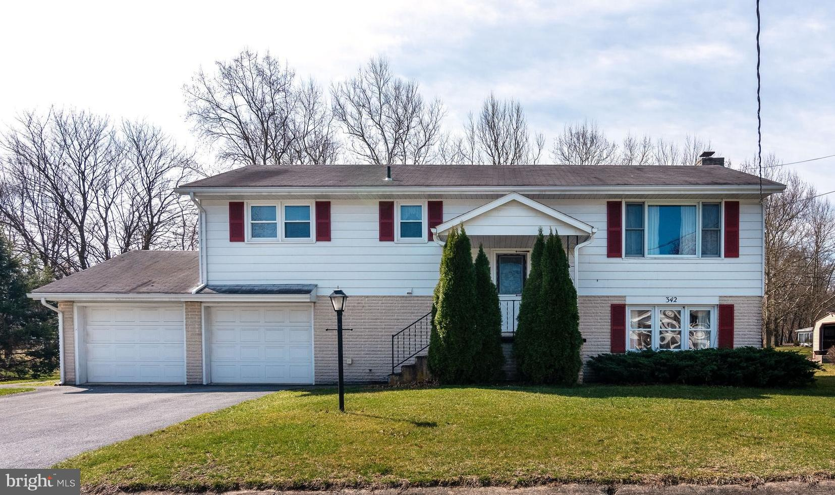 342 FRY AVENUE, ROBESONIA, PA 19551