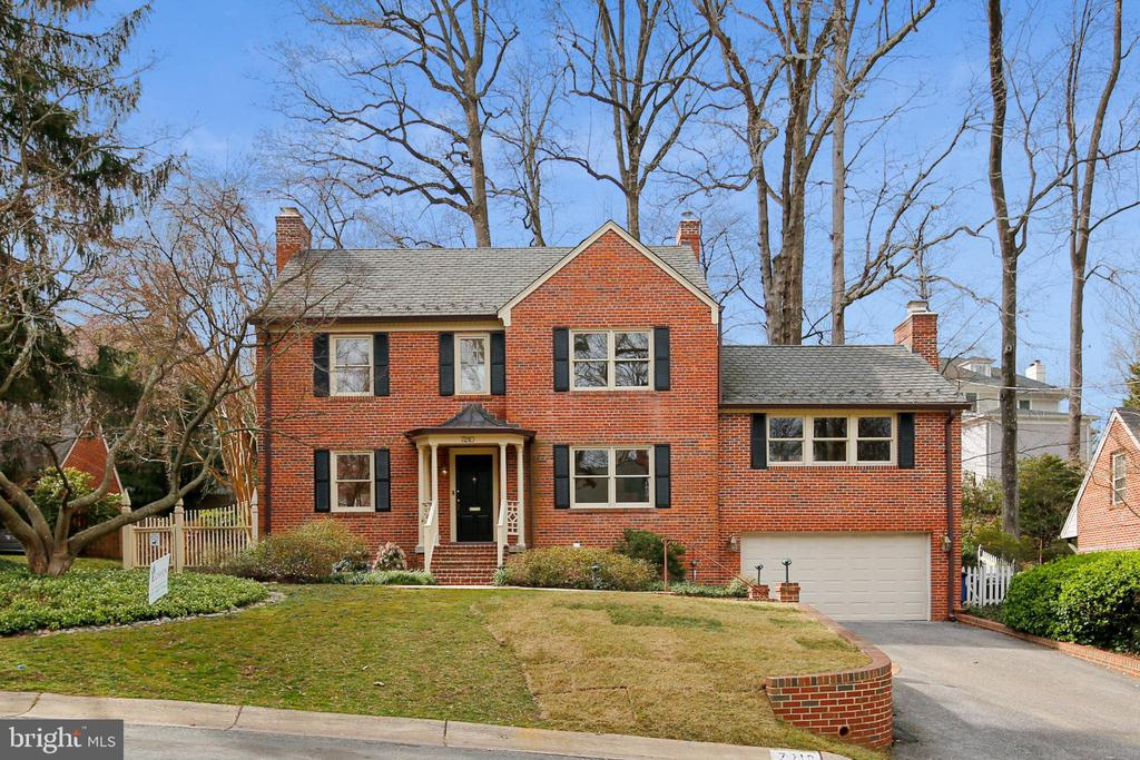 FANTASTIC ALL BRICK 5 BEDROOM / 4.5 BATHROOM HOME IN PRESTIGIOUS ROLLINGWOOD SUBDIVISION OF CHEVY CHASE! FRESHLY PAINTED THRU OUT; UPGRADED RECESSED LIGHTS; GORGEOUS NEW LIGHT FIXTURES; BEAUTIFUL HARDWOOD FLOORS;  FORMAL DINING & LIVING ROOMS; GREAT ROOM IS FILLED WITH CHARACTER, A FIELDSTONE WALL & FIREPLACE; 9FT CEILINGS IN THE LIBRARY & SUN PARLOR WITH A BANK OF SUN-FILLED WINDOWS/DOORS LEADING OUT TO THE LUSH YARD & PATIO FILLED WITH SEASONALLY BLOOMING MATURE TREES & BUSHES;  STAINLESS STEEL KITCHEN APPLIANCES; AMPLE GRANITE COUNTER TOPS & EXCEPTIONAL STORAGE SPACE;  BEDROOM #5/IN-LAW SUITE WITH FULL BATH ON LOWER LVL; 4 BEDROOMS ON UPPER LVL INCLUDING A HUGE ATTIC LOFT; MASTER BEDROOM  SUITE INCLUDES AN UPGRADED STUNNING MASTER BATHROOM/DRESSING ROOM;  BONUS LOWER LVL FAMILY ROOM WITH NEW FLOORING;  AMAZING BRAND NEW LAUNDRY/MUD ROOM; 3 FIREPLACES; OUTDOOR SPRINKLER SYSTEM; 2 CAR GARAGE WITH ELECTRIC CAR OUTLET AND EPOXY FINISH FLOOR; MINUTES FROM COUNTRY CLUBS, COUNTLESS DINING & SHOPPING OPTIONS; IDEAL COMMUTER LOCATION ... AND SO MUCH MORE!