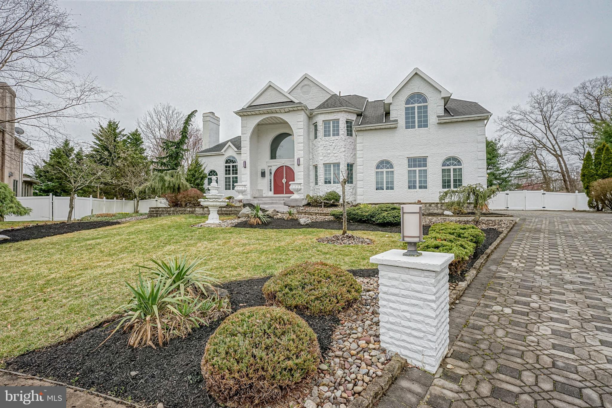 14 CARRIAGE HOUSE COURT, CHERRY HILL, NJ 08003