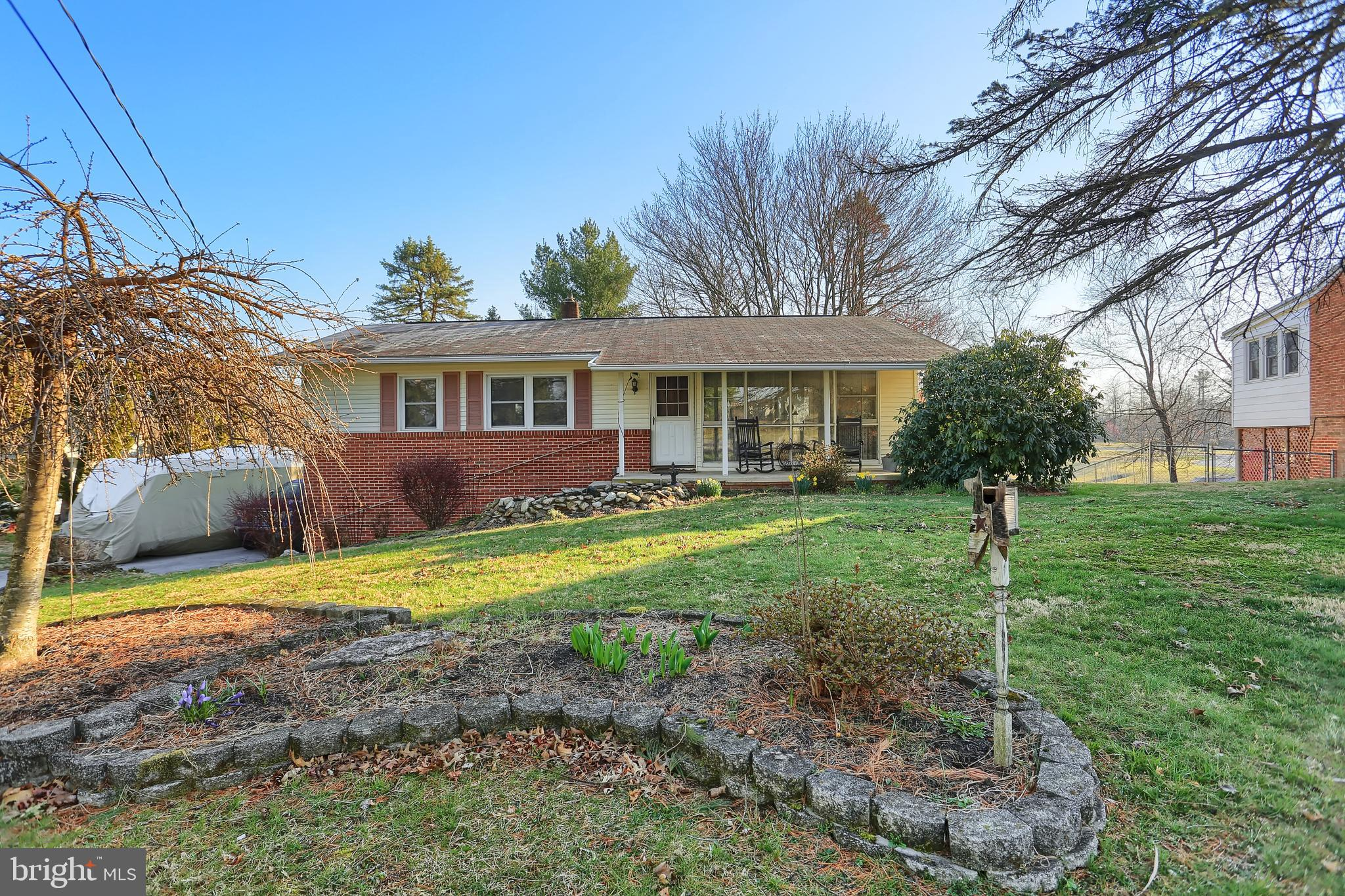 302 MCLAND ROAD, MOUNT HOLLY SPRINGS, PA 17065