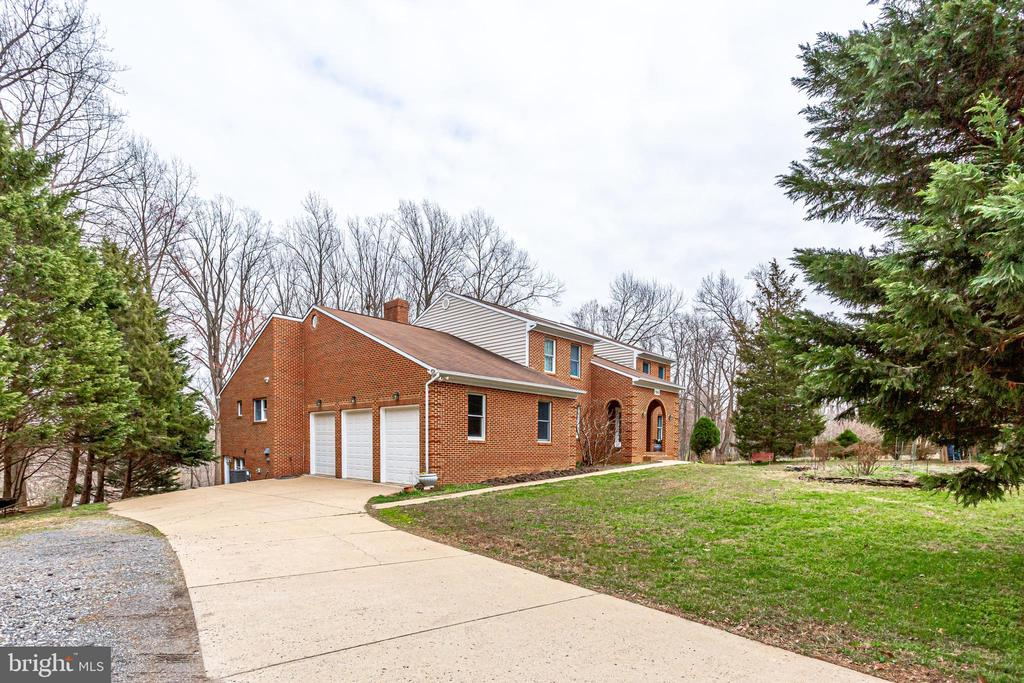7365  BEECHWOOD DRIVE, West Springfield, Virginia