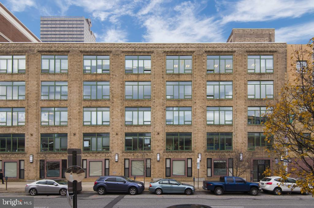 Fabulously, constructed apartment in Logan Square! Fresh to the market, Enormous 1700 Square foot, 1 bedroom, 2 bath apartment. Kitchen features plenty of GRANITE counter space/bar, STAINLESS steel appliances...combination kitchen/breakfast nook/dining area. Loft like feeling with hardwood floors and tile throughout. The bedroom is HUGE with ample closet space...large bathroom. Washer/dryer, fitness center, secured entry, and elevator...all for you! Only minutes from Trader Joe's, and so very many more restaurants and cafes. Check it out A MUST SEE!! Photo's are of model unit.