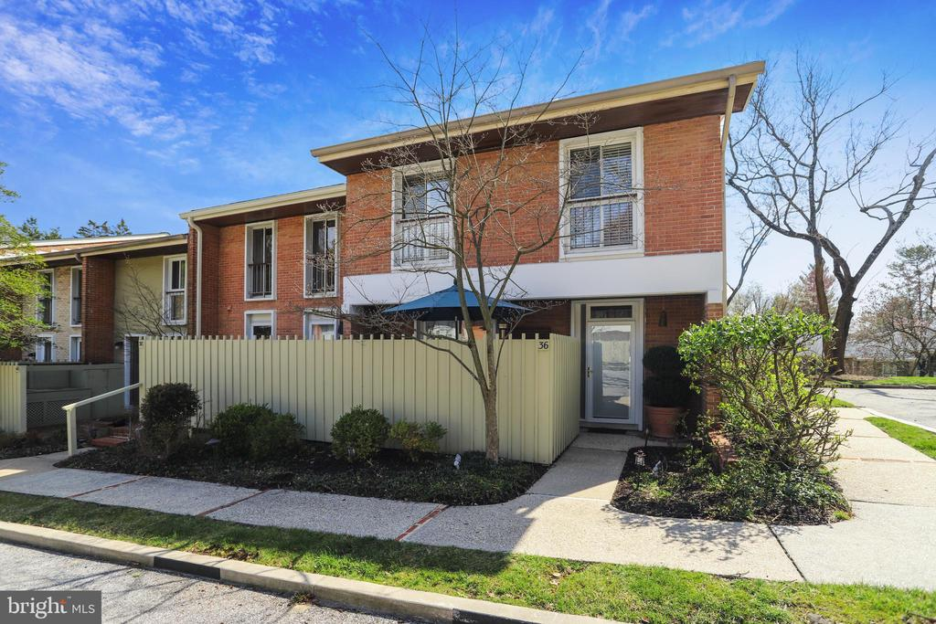 36 PALMER GREEN COURT, BALTIMORE, BALTIMORE CITY Maryland 21210, 3 Bedrooms Bedrooms, ,2 BathroomsBathrooms,Residential,For Sale,PALMER GREEN,MDBA505600