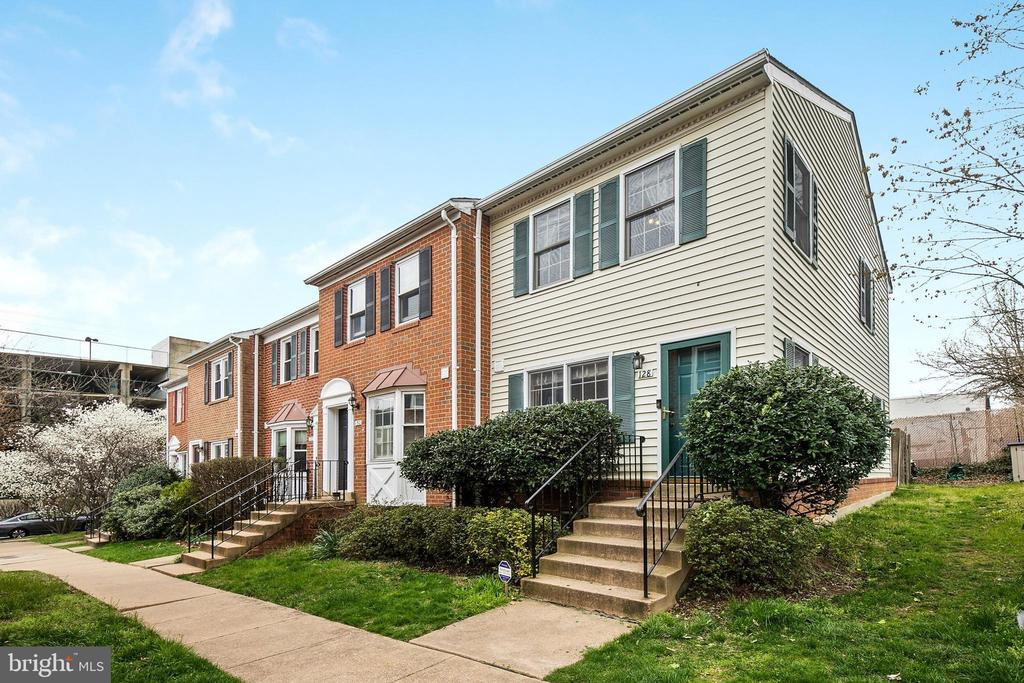 128 WISE STREET, ARLINGTON, Virginia 22204, 3 Bedrooms Bedrooms, ,3 BathroomsBathrooms,Residential,For Sale,WISE,VAAR160872