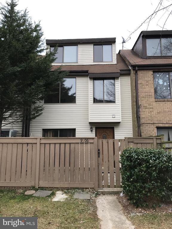 9906 BROOKRIDGE COURT, GAITHERSBURG, Maryland 20886, 3 Bedrooms Bedrooms, ,2 BathroomsBathrooms,Residential Lease,For Rent,BROOKRIDGE,MDMC702408