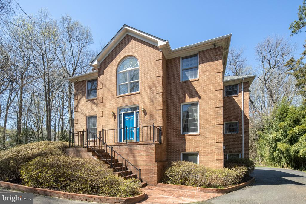 1034 TOWLSTON ROAD, MCLEAN, Virginia 22102, 5 Bedrooms Bedrooms, ,4 BathroomsBathrooms,Residential Lease,For Rent,TOWLSTON,VAFX1121164