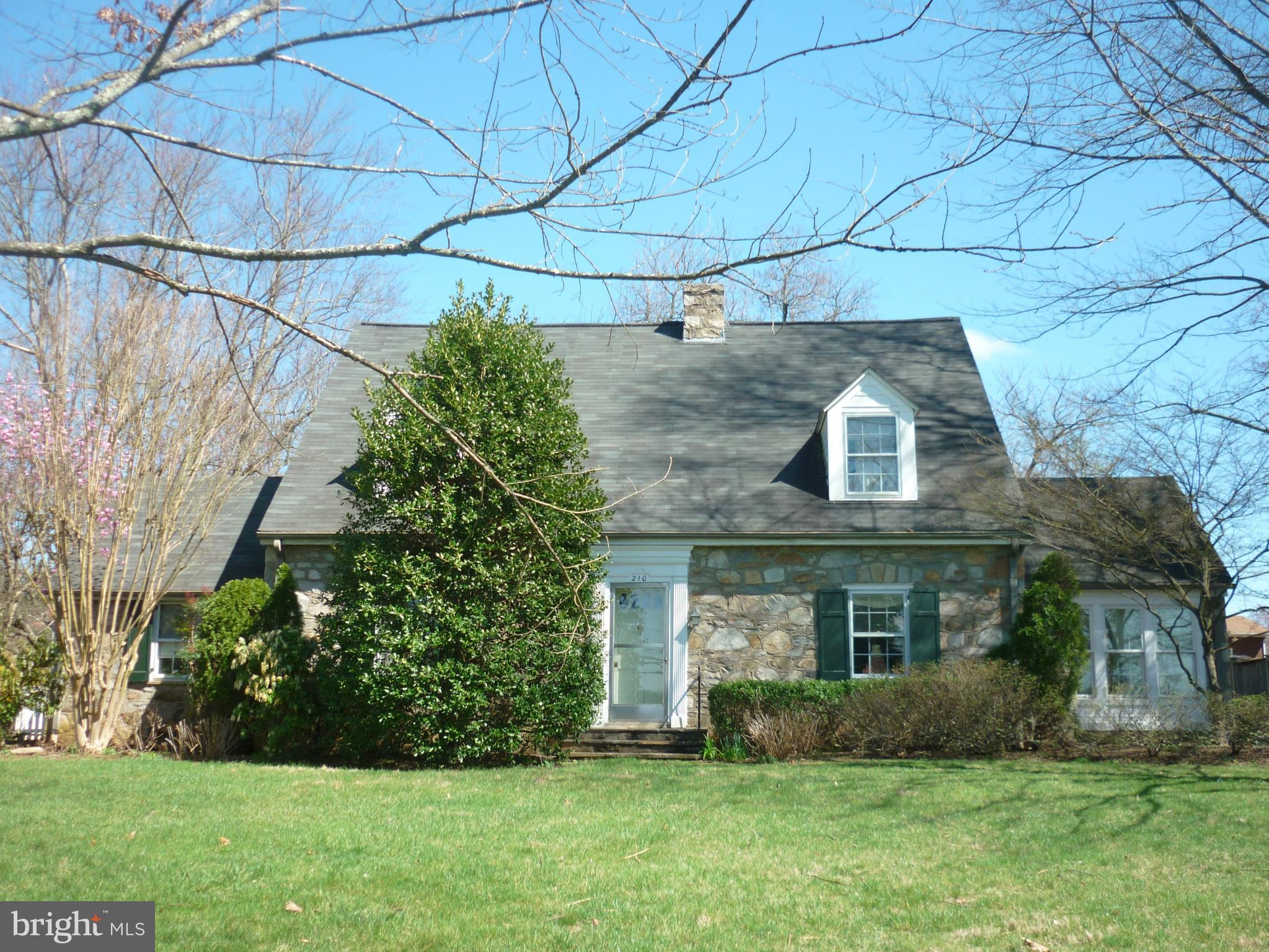 210 S 32nd St, Purcellville, VA, 20132