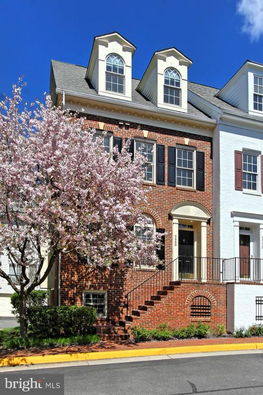 8888 ASHGROVE HOUSE LANE, VIENNA, Virginia 22182, 2 Bedrooms Bedrooms, ,3 BathroomsBathrooms,Residential Lease,For Rent,ASHGROVE HOUSE,VAFX1120838