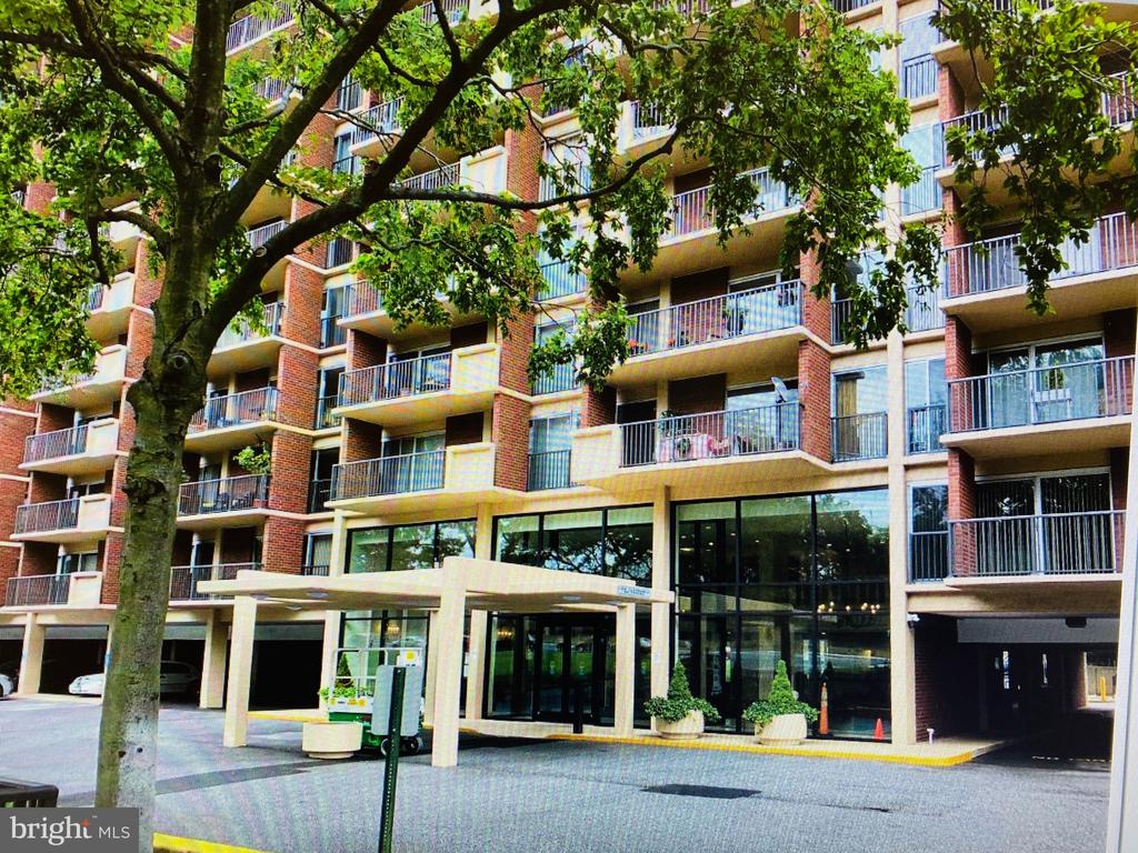 Photo of 1300 Army Navy Dr #401