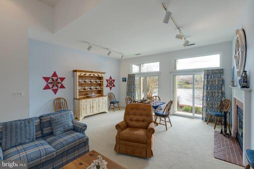 11165 Lake Chapel Ln Reston VA 20191
