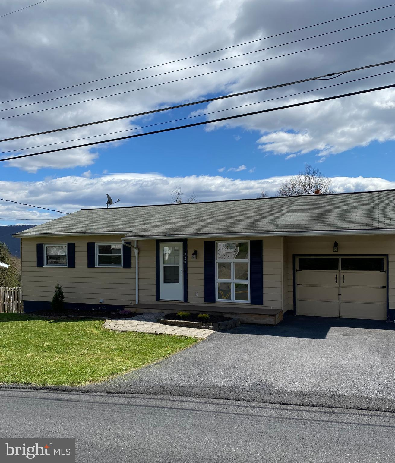 1588 Middle Road, Lewistown, PA 17044