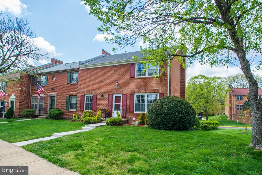 5999 Queenston St, Springfield, VA 22152