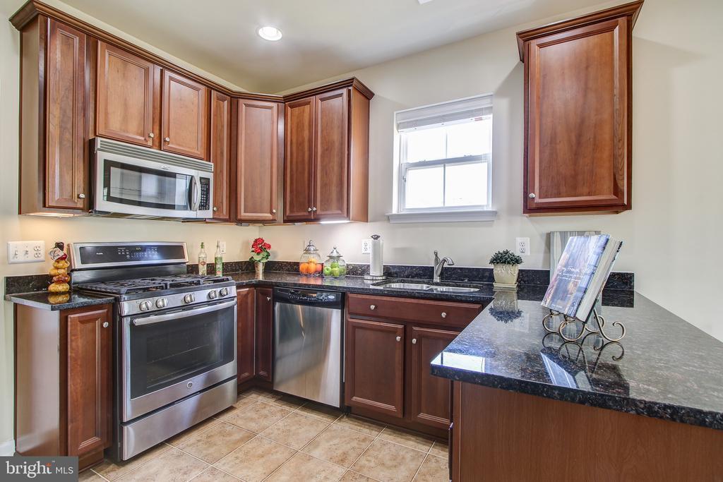 9720 Holmes Place 301, Manassas Park, VA 20111