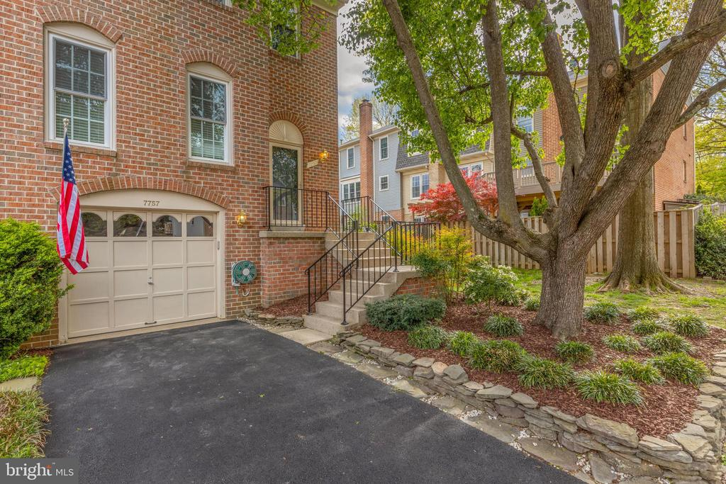 7757 Jewelweed Ct, Springfield, VA 22152