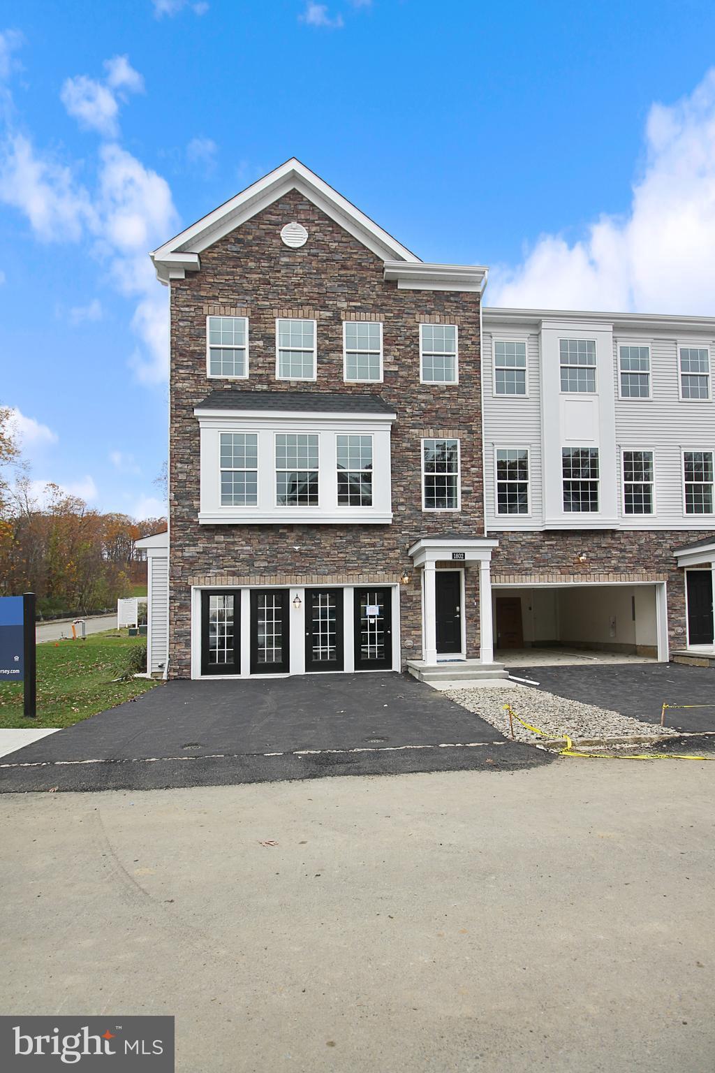 26 Kelly Way, Tinton Falls, NJ 07724
