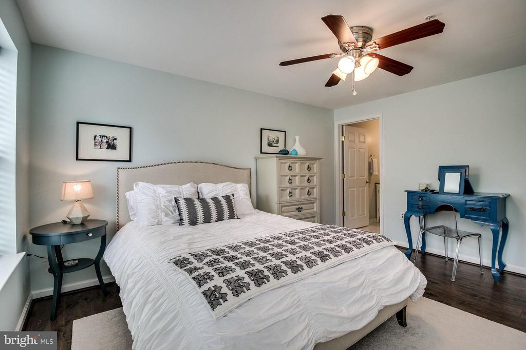 Photo of 1405 Roundhouse Ln #305