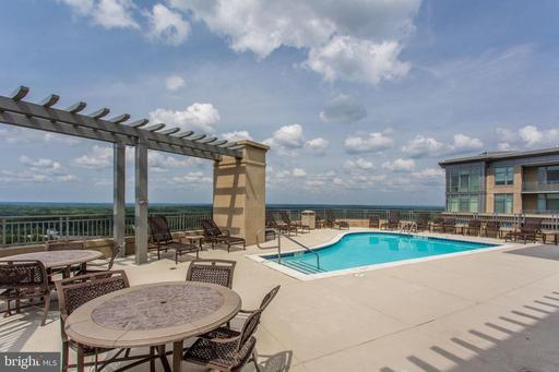 8220 Crestwood Heights Dr #414, McLean 22102