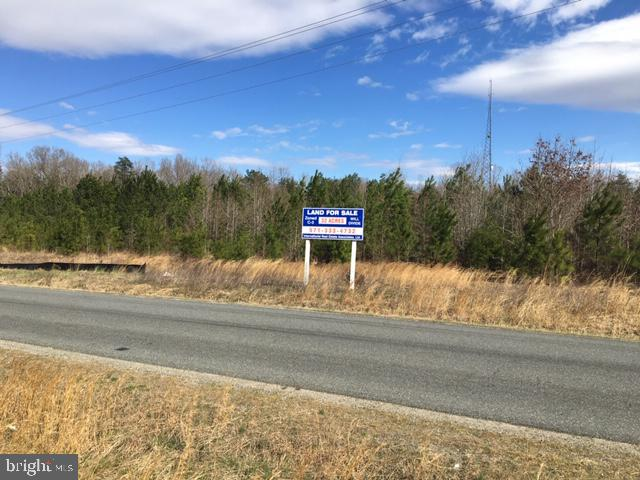 32.44 Acres zoned C-3 Commercial, one exit south of Fredericksburg at the Thornburg interchange (Exit 118, Northbound side of I-95), directly across Route 606 from Dominion Raceway & Entertainment complex. Highly visible and accessible from I-95. $3/sq. ft. Frontage on I-95 service Rd. and Route 606. Utilities at site. Will subdivide into smaller parcels (3 acre minimum), to be priced individually according to parcel size and location.