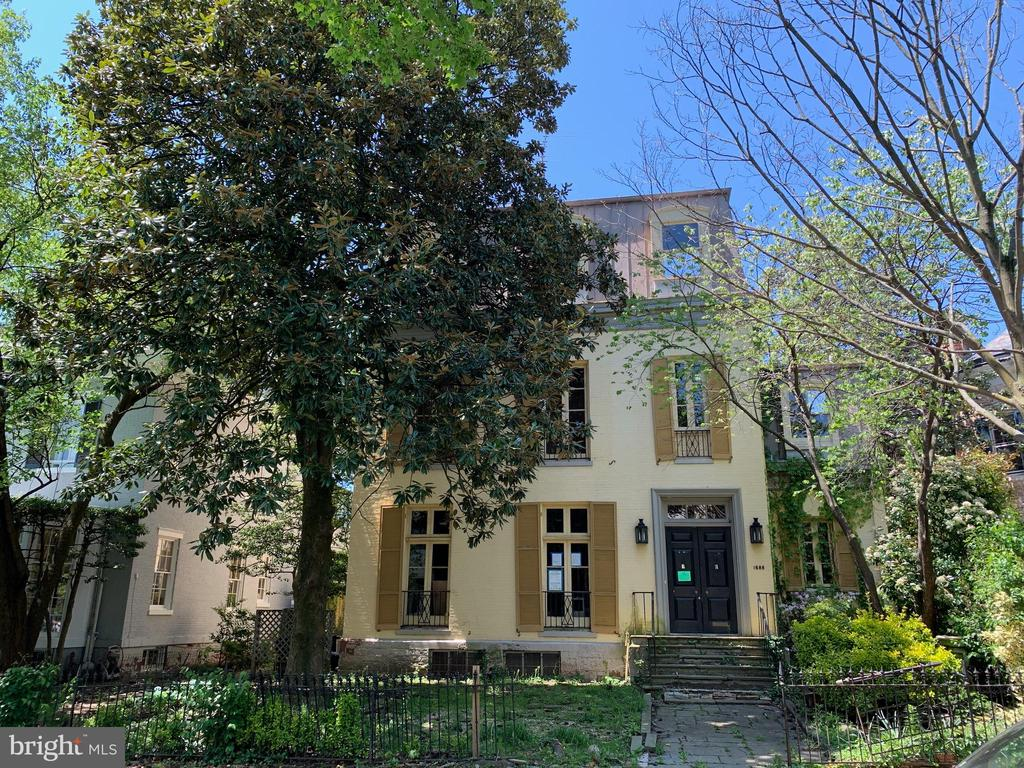Built in 1870, known as the Taft Mansion, this fully detached house  has a rich history in Georgetown. It has high ceilings and rooms with great scale on every floor. The property features a large garden, pool and parking . The interior has been demolished and needs renovation.