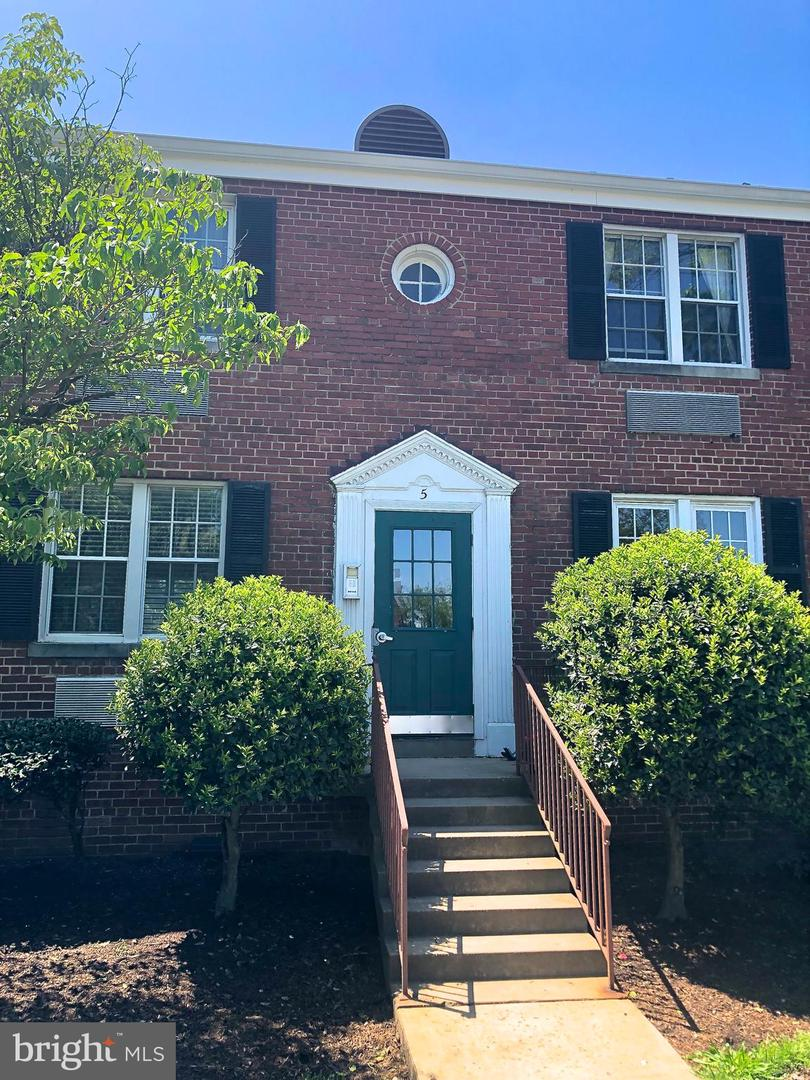 5 Glebe Road  #C - Alexandria, Virginia 22305